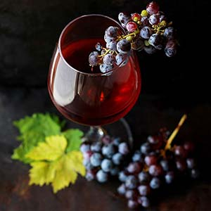 Glass-of-red-with-grapesSML